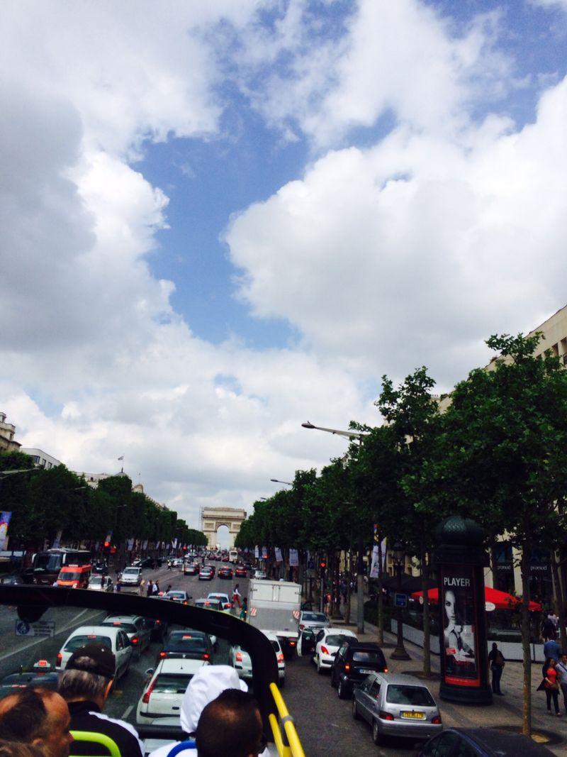 Paris bus arc de triomph